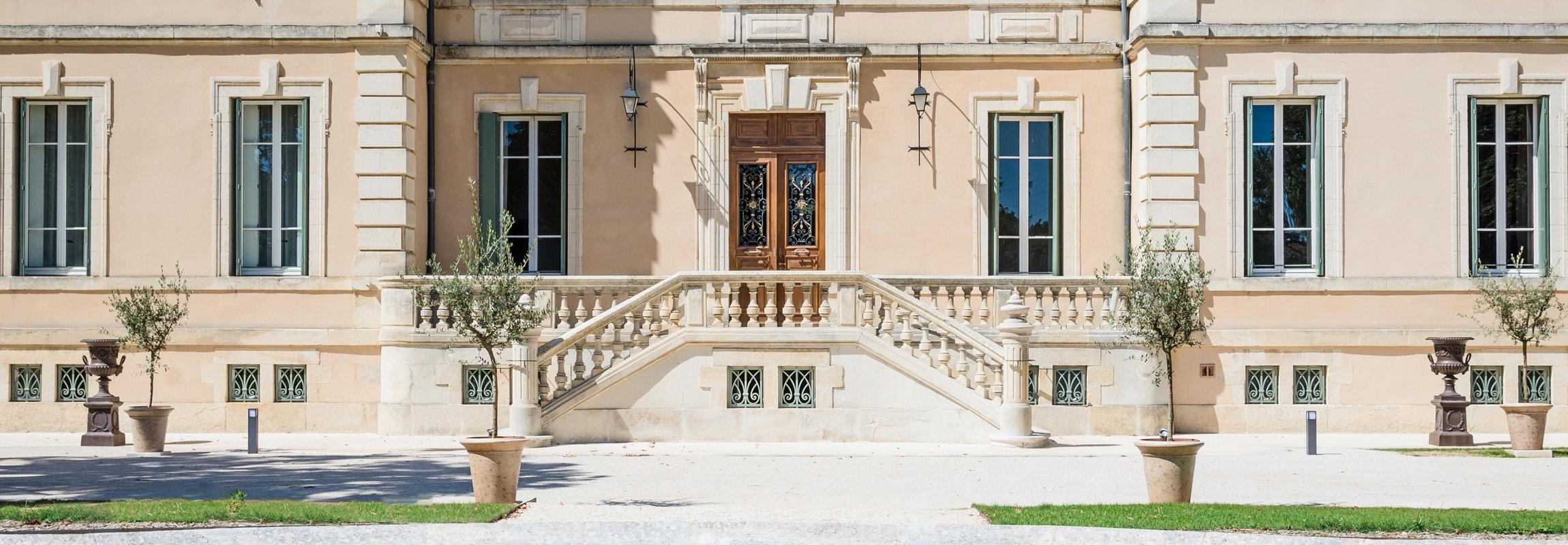 Schlichte Eleganz. Im Château de Montcaud haben wir uns der Einfachheit verschrieben ohne bei den modernen Annehmlichkeiten zu sparen.