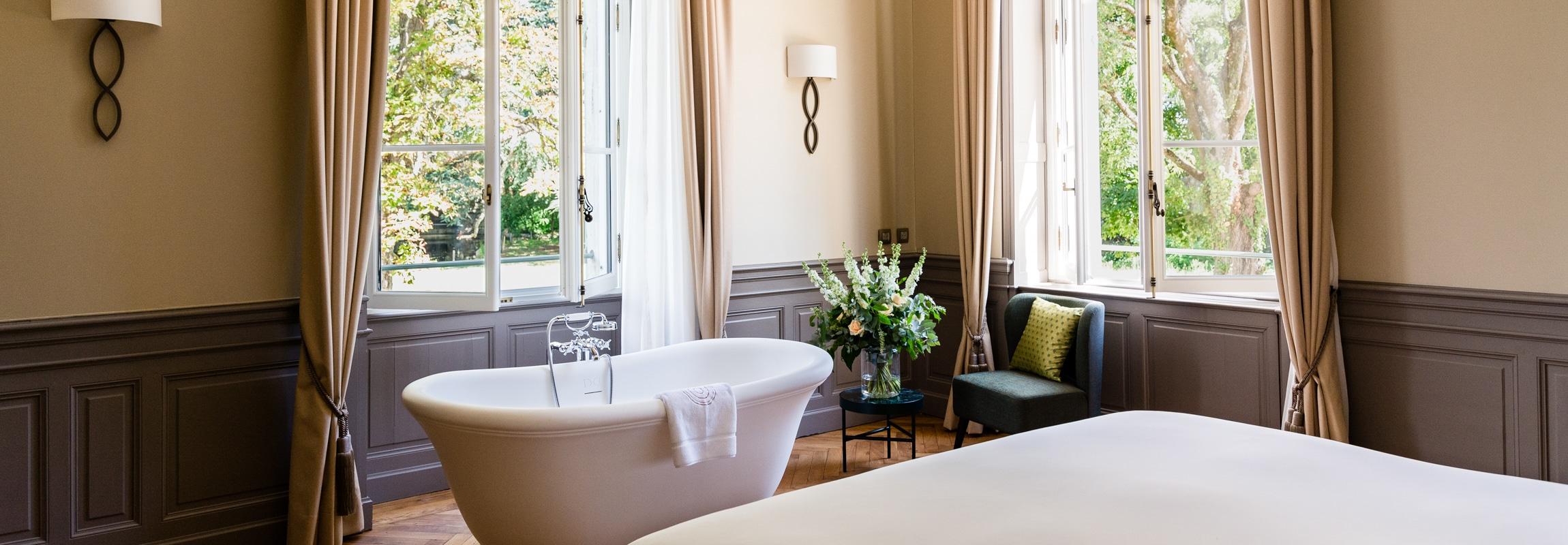 Suite Collain, baignoire centrale, Château de Montcaud, Hôtel Provence